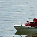 RC-Feuerlöschboot mit funktionierenden Feuerlöschmonitoren