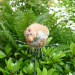 Tonhuhn bewacht den Garten